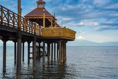Pijler bij Lllanquihue-meer, Frutillar, Chili stock afbeeldingen