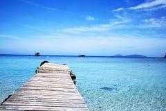 Pijler bij strand stock foto's