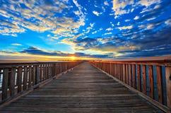 Pijler in de zonsondergang stock foto's