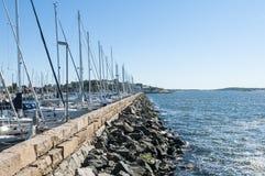 Pijler die jachthaven beschermen Stock Foto