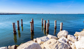 Pijler en overzees in Marina di Ravenna, Italië royalty-vrije stock afbeelding