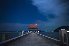 Pijler in het overzees Pijler in de nachthemel Royalty-vrije Stock Afbeelding