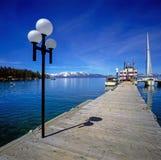 Pijler met veerboot in Meer Tahoe stock afbeelding
