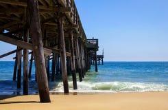 Pijler op het strand Stock Foto