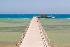 Pijler op het strand van Rode Overzees Royalty-vrije Stock Fotografie