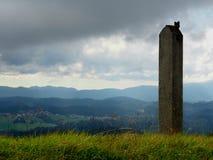 Pijler op heuvel stock afbeeldingen