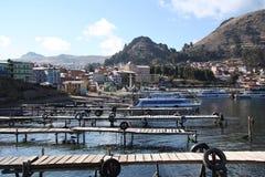 Pijler op Titicaca-meer in Copacabana in Bolivië stock foto's