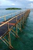 Pijler in tropisch water Stock Afbeelding