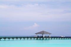Pijler in tropische overzees Royalty-vrije Stock Foto's