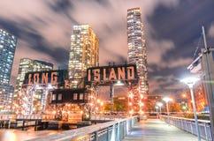 Pijler van Long Island dichtbij het Park van de Staat van het Brugplein - stad van Qu stock foto's