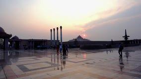 Pijlers en het centrale museum van Ambedkar-Park Lucknow stock footage