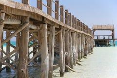 Pijlers op het dok op Paradise-eiland, Egypte royalty-vrije stock afbeelding