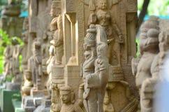Pijlers & standbeelden van tempel Stock Afbeeldingen