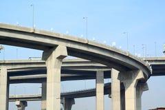 Pijlers van viaduct stock afbeelding