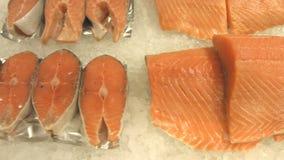 Pijlinktvis, zalmlapjes vlees en zalmfilet stock videobeelden