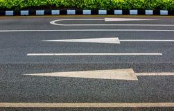 3 pijlteken op asfaltoppervlakte Stock Fotografie