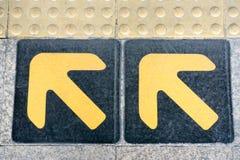 Pijlteken op vloer Stock Afbeelding