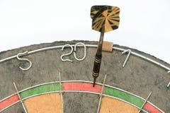 Pijltje op dubbel 20 op dartboard Royalty-vrije Stock Afbeelding