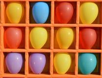 Pijltjes, die met lucht kleurrijke ballons is de schieten een interessante Pretparkrit Royalty-vrije Stock Foto's