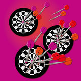 Pijltjes en dartboard Royalty-vrije Stock Fotografie