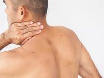 Pijn in de Hals Mens met rugpijn op witte backgroun royalty-vrije stock afbeeldingen