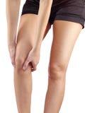 Pijn in vrouwenknie Stock Foto's