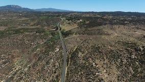 Pijnbomen aan Palmenweg bij Cahuilla-Reserve stock footage
