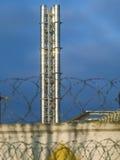 Pijp die in de zon bij de fabriek glanzen Royalty-vrije Stock Afbeeldingen