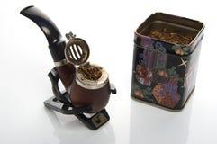 Pijp die met tabacco wordt gevuld Royalty-vrije Stock Foto