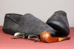 Pijp en pantoffels royalty-vrije stock afbeeldingen