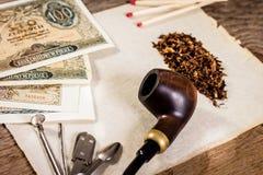 Pijp, oud document en oud geld Stock Foto's