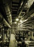 Pijpen binnen energieinstallatie Royalty-vrije Stock Foto
