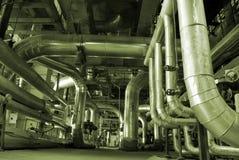 Pijpen binnen energieinstallatie Royalty-vrije Stock Foto's
