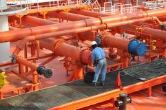 Pijpen op het dek van de tanker Royalty-vrije Stock Foto's