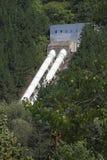 Pijpen van een waterkrachtcentrale in aard De hydro-elektrische dam van meeriskar Kokalyane Hydro-elektrische Elektrische central stock foto
