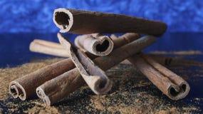 Pijpjes kaneelmacro Stock Afbeelding