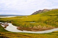 Pijpleiding en gebogen rivier Stock Foto's