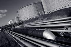 Pijpleidingen en brandstof-tanks royalty-vrije stock afbeeldingen