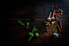 Pikantność gotować korzennego Tajlandia odpoczywają na drewnianej podłoga Obraz Stock