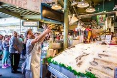 Pike Place Fish Company Imágenes de archivo libres de regalías
