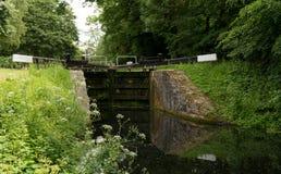 Pike-Verschluss auf dem Stroudwater-Kanal nahe Stroud, Gloucestershire, Großbritannien lizenzfreie stockbilder