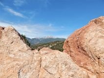 Pikes Peak con el hueco imagenes de archivo