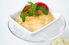 Pikkaviar på is med rostat bröd av rostat bröd och Arkivfoto