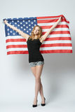 Piękna blondynki dziewczyna z flaga amerykańską Zdjęcie Stock