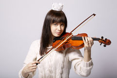 Piękna dziewczyna z skrzypce Zdjęcia Stock