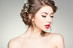 Piękna kobieta jest ubranym naturalnego makijaż z perfect skórą Obraz Royalty Free