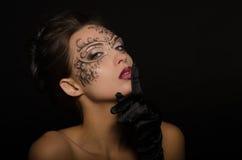 Piękna kobieta z openwork ornamentem Obrazy Stock