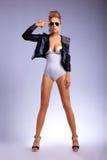 Piękna mody militarny ufny kobiety target272_0_ Obrazy Stock