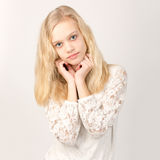 Piękna Nastoletnia Blond dziewczyna Z Długie Włosy Zdjęcia Stock