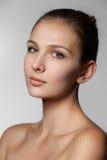 piękna odosobniony portreta biel Piękna zdroju kobiety twarz Perfect Świeża skóra P Zdjęcie Royalty Free